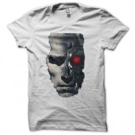 Terminator face de bot en blanc