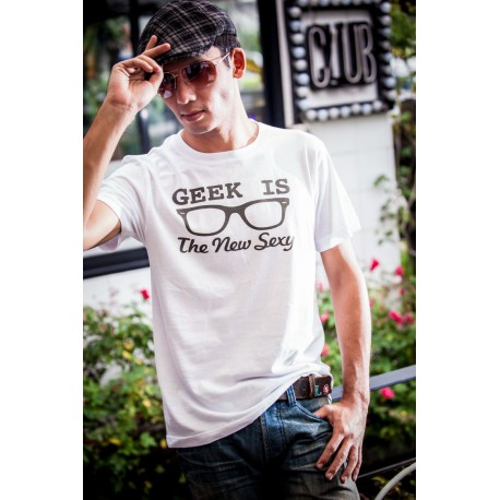 Tee shirt geek is the new sexy blanc