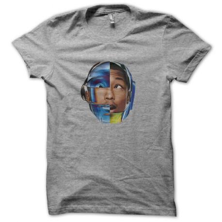 Pharrell Williams camisa gris con el casco daft punk