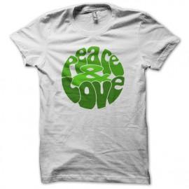 Tee Shirts Verde del amor de la paz en el blanco