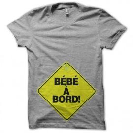 camiseta del bebé con el borde Negro