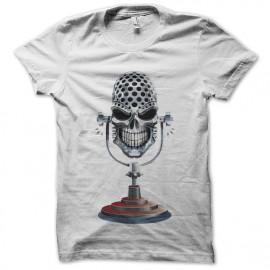 white shirt skull micropho