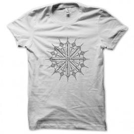 La prosperidad camisa blanca tatuaje