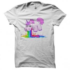 tee shirt licorne qui vomit